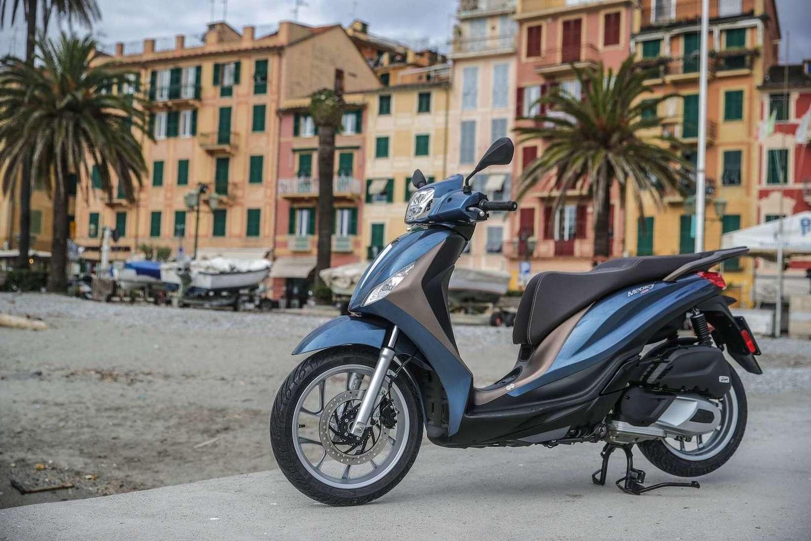 Medley 125 cc verkrijgbaar in wit, blue orione en nero abisso € 3.569,00
